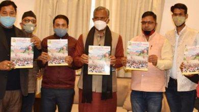 Photo of डांडी कांठी क्लब की स्मारिका 'दृढ़ संकल्प' का विमोचन करते हुएः सीएम