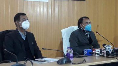 Photo of कोविड-19 वैक्सीन टीकाकरण अभियान के बारे में मीडिया सेन्टर में प्रेसवार्ता करते हुए: स्वास्थ्य सचिव अमित नेगी