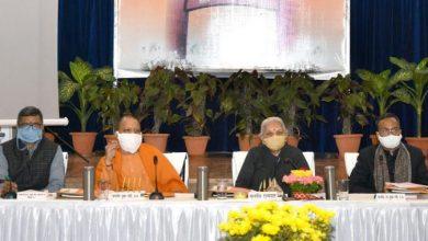 Photo of मा0 राज्यपाल जी एवं मुख्यमंत्री जी द्वारा संयुक्त रूप से 'चौरी-चौरा शताब्दी महोत्सव' के 'लोगो' का विमोचन