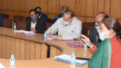 Photo of बर्ड फ्लू से सम्बधित समीक्षा बैठक लेते हुएः विभागीय मंत्री रेखा आर्य