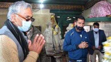 Photo of महासू देवता मंदिर में माथा टेका और पूजा अर्चना कर प्रदेश की खुशहाली के लिए कामना करते हुएः सीएम