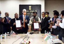 Photo of कोचीन शिपयार्ड लिमिटेड ने ड्रेजिंग कॉरपोरेशन ऑफ इंडिया और रॉयल आईएचसी हॉलैंड बी वी के साथ समझौता ज्ञापन पर हस्ताक्षर किए