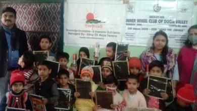 Photo of मुस्लिम गरीब बच्चों को निशुल्क बांटी गयी स्टेशनरी सामग्री