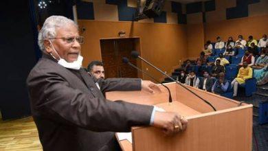 Photo of श्री रतनलाल कटारिया ने डीएआईसीके नवागत पोस्ट-डॉक्टरल अध्येताओं से देश की प्रगति में योगदान करने की अपील की