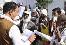 Photo of उपमुख्यमंत्री केशव प्रसाद मौर्य ने जनता दर्शन में विभिन्न जनपदों से आये लोगों की समस्याएं सुनीं