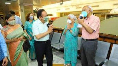 Photo of डॉ. हर्षवर्धन और उनकी पत्नी श्रीमती नूतन गोयल ने कोविड 19 टीके की दूसरी खुराक लगवाई
