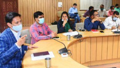 Photo of कुंभ कार्योँ की अधिकारियों के साथ समीक्षा बैठक करते हुएः मेलाधिकारी दीपक रावत