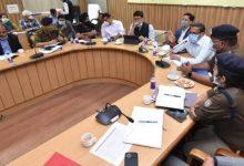 Photo of महाशिवरात्रि पर्व स्नान की दृष्टि से मेला नियंत्रण भवन (सी0सी0आर0) के सभागार में एक समीक्षा बैठक करते हुएः संजय गुंजयाल