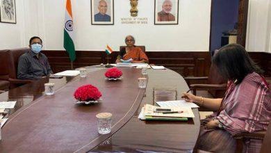 Photo of वित्त मंत्री श्रीमती निर्मला सीतारमण ने वीडियो कॉन्फ्रेंस के माध्यम से न्यू डेवलपमेंट बैंक के बोर्ड ऑफ गवर्नर्स की छठी वार्षिक बैठक में हिस्सा लिया