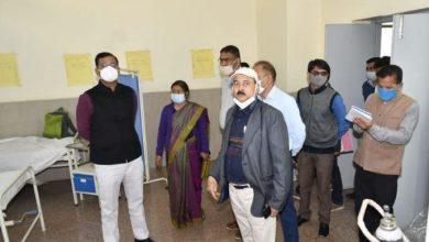 Photo of कुंभ मेला में सम्बंधित स्वास्थ्य विभाग के कार्यों का स्थलीय निरीक्षण करते हुएः डाॅ0 पंकज पांडेय