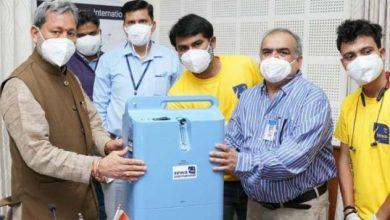 Photo of सेवा इंटरनेशनल संस्था की ओर से 5 ऑक्सीजन कंसेंट्रेटर्स CM तीरथ सिंह रावत को भेंट करते हुए