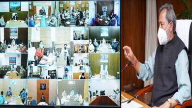 Photo of शासन के वरिष्ठ अधिकारियों और जिलाधिकारियों के साथ वीडियो कांफ्रेंसिग द्वारा कोविड की रोकथाम और बचाव कार्यों की समीक्षा करते हुएः सीएम
