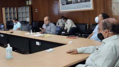 Photo of डेंगू रोग की प्रभावी रोकथाम और नियंत्रण के सम्बन्ध में बैठक करते हुएः मुख्य सचिव ओमप्रकाश