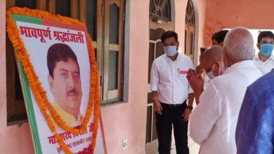 Photo of सांसद श्री रमापति राम त्रिपाठी के आवास पहुंचकर शोक संवेदना व्यक्त की करते हुएः सीएम
