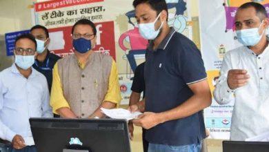 Photo of सचिवालय में चल रहे कोविड टीकाकरण कैंप का निरीक्षण करते हुएः सीएम