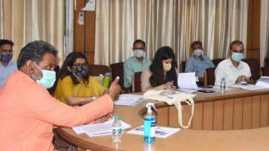 Photo of ग्राम्य विकास विभाग की समीक्षा बैठक लेते हुएः मंत्री यतीश्वरानन्द