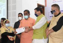 Photo of मुख्यमंत्री पुष्कर सिंह धामी ने प्रधानमंत्री आवास योजना- ग्रामीण के लाभार्थियों को आवास स्वीकृति पत्र सौंपे