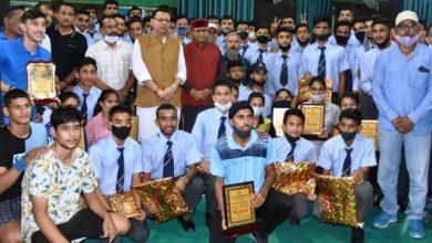 Photo of राष्ट्रीय खेल दिवस के अवसर पर विजेता खिलाड़ियों को सम्मानित करते हुएः सीएम