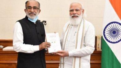 Photo of प्रधानमंत्री को के जे अल्फोंस ने अपनी किताब 'एक्सेलरेटिंग इंडिया: 7 इयर्स ऑफ मोदी गवर्नमेंट' भेंट की