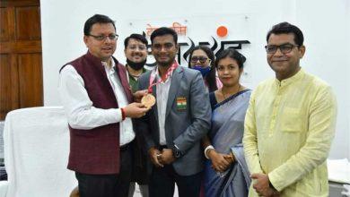 Photo of उत्तराखंड मुख्यमंत्री धामी ने किया सम्मानित कांस्य पदक विजेता को