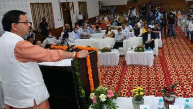 Photo of सार्वजनिक सेवायानों के चालकों/परिचालकों/क्लीनर्स को आर्थिक सहायता वितरण समारोह को सम्बोधित करते हुएः सीएम