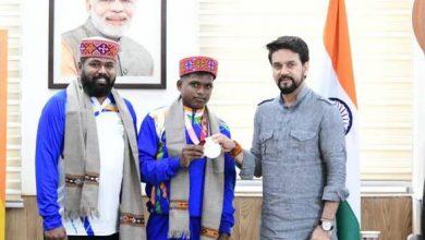 Photo of अनुराग सिंह ठाकुर ने पैरालंपिक टोक्यो 2020 में रजत पदक विजेता मरियप्पन टी और उनके कोच राजा बी को सम्मानित किया