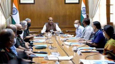 Photo of रक्षा मंत्री राजनाथ सिंह ने सशस्त्र बलों को राजस्व प्रबंधन के लिए वित्तीय अधिकार सौंपने की स्वीकृति प्रदान की