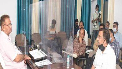 Photo of पेयजल योजनाओं से सम्बन्धित लम्बित/गतिमान प्रकरणों के सम्बन्ध में समीक्षा बैठक करते हुएः मंत्री गणेश जोशी