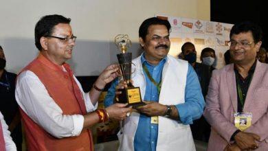 Photo of छठे इंटरनेशनल फिल्म फेस्टिवल में कलाकारों को सम्मानित करते हुएः सीएम