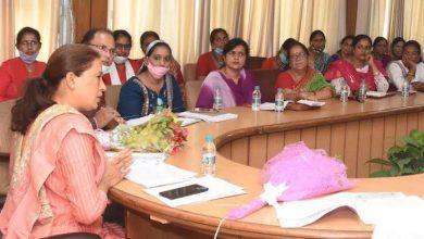 Photo of आंगनबाडी महिला संगठनों की विभिन्न मांगों के सम्बन्ध में बैठक करते हुएः मंत्री रेखा आर्या