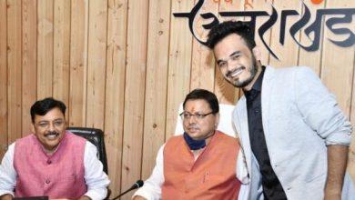 Photo of सीएम से पिथौरागढ़ निवासी डांसर एवं बबल आर्टिस्ट रोबो विक्रम सिंह तथा गायक सूरज सिंह रावत ने भेंट की