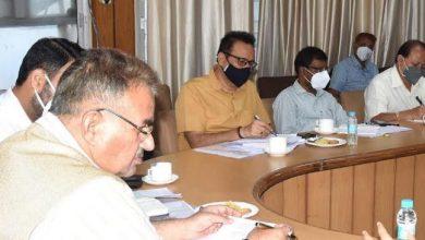 Photo of उद्योग विभाग की समीक्षा बैठक लेते हुएः मंत्री गणेश जोशी