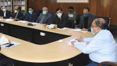 Photo of सौंग बाँध पेयजल योजना के सम्बन्ध में उच्च अधिकार प्राप्त समिति की बैठक करते हुएः मुख्य सचिव
