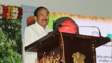Photo of उपराष्ट्रपति ने किसानों के मुद्दों के शीघ्र ही उचित समाधान की आशा व्यक्त की