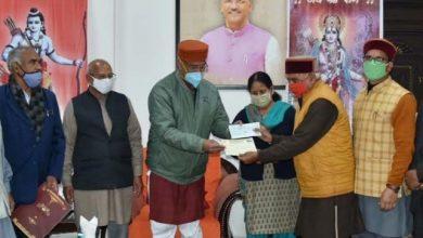 Photo of सीएम त्रिवेंद्र सिंह रावत ने अयोध्या में श्रीराम मंदिर के निर्माण के लिए सहयोग राशि दी