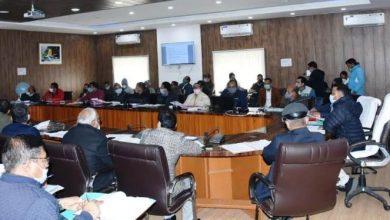 Photo of जिला सेक्टर, राज्य सेक्टर, केन्द्र पोषित, वाहय सहायतित के अंर्तगत विकास कार्यों की समीक्षा बैठक करते हुएः दिलीप जावलकर
