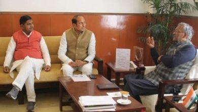 Photo of आपदा से सम्बन्धित बचाव एवं राहत कार्यों के सम्बन्ध में मुख्यमंत्री से चर्चा करते हुएः उ.प्र. कैबिनेट मंत्री श्री सुरेश राणा