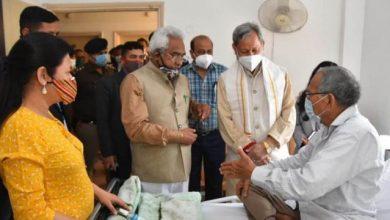 Photo of बीजेपी के वरिष्ठ नेता श्री मोहनलाल बौंठियाल जी से मिलकर उनकी कुशलक्षेम पूछते हुएः सीएम