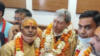 Photo of श्री गंगा सभा के पदाधिकारियों ने मुख्यमंत्री का गंगाजली, प्रसाद और चुनरी भेंट कर किया स्वागत