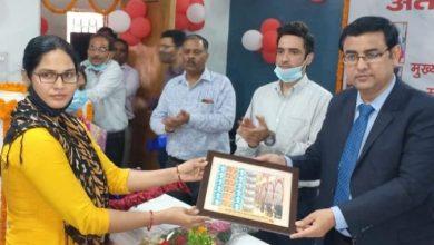 Photo of अंतर्राष्ट्रीय महिला दिवस पर पोस्टमास्टर जनरल कृष्ण कुमार यादव ने प्रधान डाकघर में महिला कर्मियों को किया सम्मानित