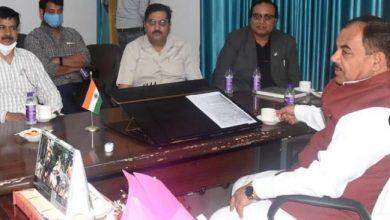 Photo of आयुष विभा से सम्बन्धित समीक्षा बैठक करते हुएः विभागीय मंत्री डाॅ हरक सिंह रावत