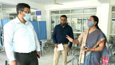 Photo of सचिवालय में चल रहे कोरोना वैक्सीनेशन का निरीक्षण करते हुएः अपर मुख्य सचिव श्रीमती राधा रतूड़ी