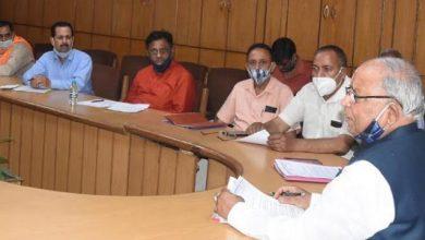 Photo of खाद्यान्न वितरण तथा सस्ता गल्ला बिक्रेताओं की समस्याओं के सम्बन्ध में बैठक लेते हुएः मंत्री बंशीधर भगत