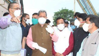 Photo of बेस चिकित्सालय में चल रही व्यवस्थाओं का जायजा लेते हुए अधिकारियों को आवश्यक दिशा-निर्देश देतेे हुएः CM
