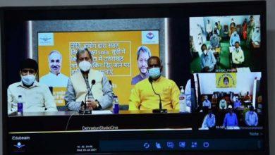 Photo of राजीव गाँधी नवोदय विद्यालय के शिक्षकों से वर्चुअल संवाद करते हुएः सीएम