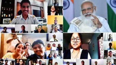 Photo of प्रधानमंत्री शिक्षा मंत्रालय द्वारा आयोजित कक्षा 12 के छात्रों के वर्चुअल सत्र में अचानक शामिल हुए
