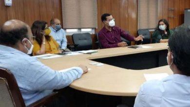 Photo of कोविड की सम्भावित तीसरी लहर हेतु तैयारियों के सम्बन्ध में बैठक करते हुएः मुख्य सचिव