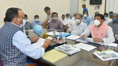 Photo of ग्रामीण अभियन्त्रण विभाग के कार्यों की समीक्षा करते हुएः ब्रजेश पाठक