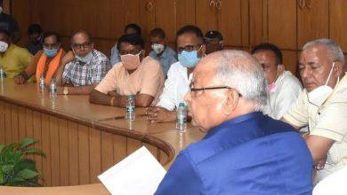 Photo of खाद्य आपूर्ति विभाग की समीक्षा बैठक लेते हुएः मंत्री बंशीधर भगत