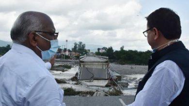 Photo of नदी के अधिक बहाव से क्षतिग्रस्त हुए रानीपोखरी पुल का स्थलीय निरीक्षण करते हुएः सीएम